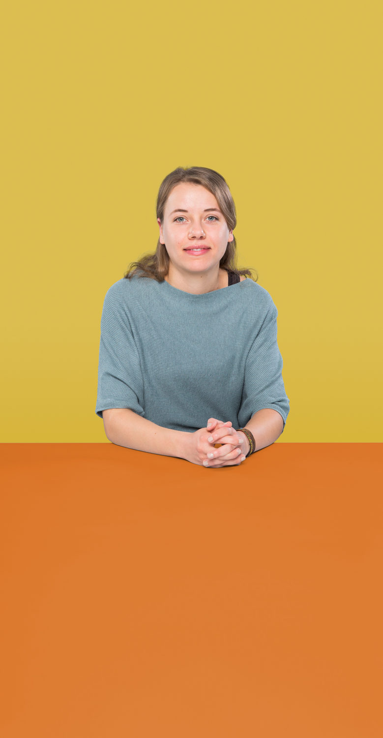 Portrait of Julia Fritzsche who is a UX Writer at the UX Agency UseTree GmbH in Berlin.