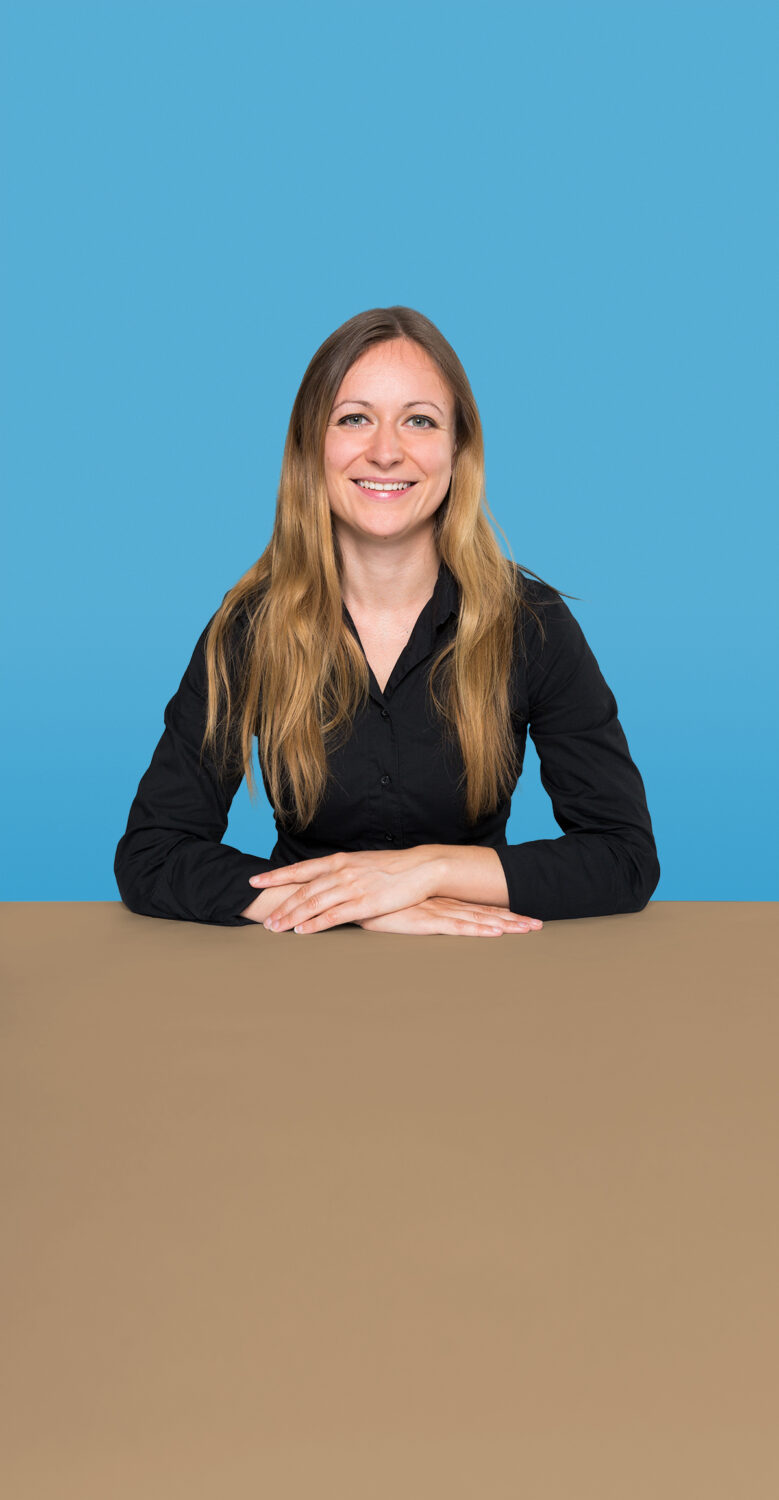 Portrait of Simone Sollmann who is a Senior UX Consultant at the UX Agency UseTree GmbH in Berlin.